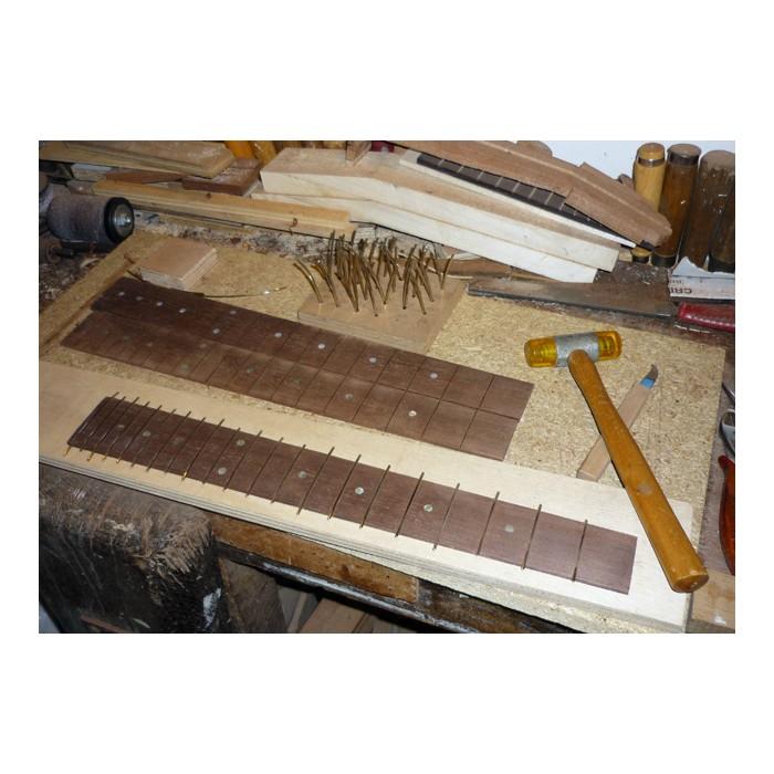 restauration instruments bois mahogany art. Black Bedroom Furniture Sets. Home Design Ideas
